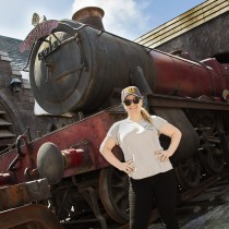 """Kelly Clarkson (NBC's """"The Voice"""") at """"The Wizarding World of Harry Potter"""" / Universal Studios Hollywood. April 11, 2018"""